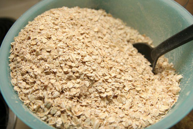 Полезные и вредные свойства овсянки. Какие витамины в овсянке.